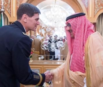 خادم الحرمين الشريفين يستقبل قائد القيادة المركزية الأمريكية (130070344) 