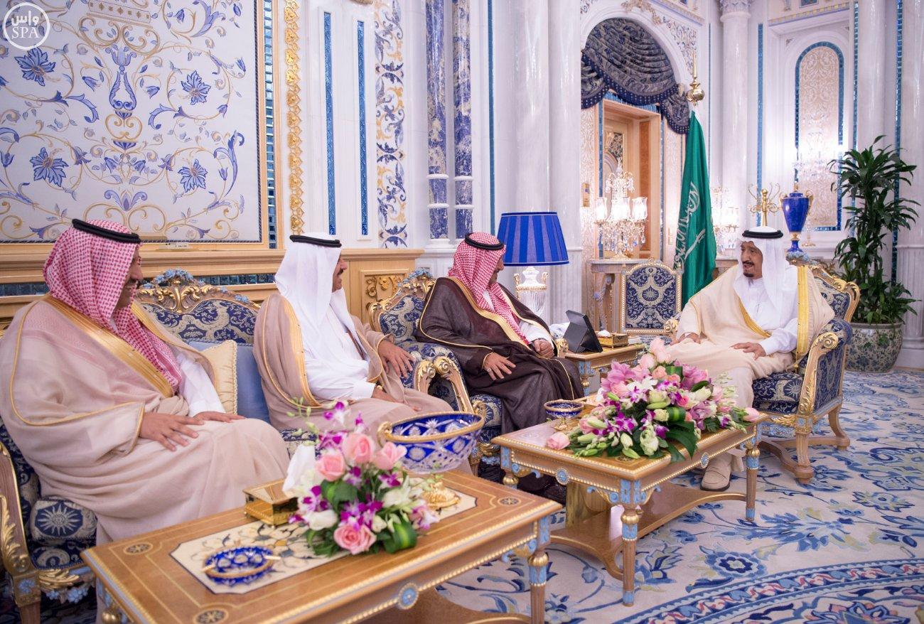 خادم الحرمين الشريفين يستقبل وزير الخارجية والتعاون الدولي بجمهورية إيطاليا (6)