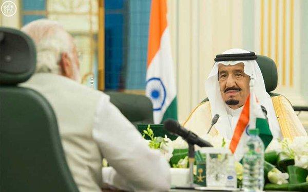 خادم الحرمين الشريفين يعقد اجتماعاً مع رئيس وزراء الهند
