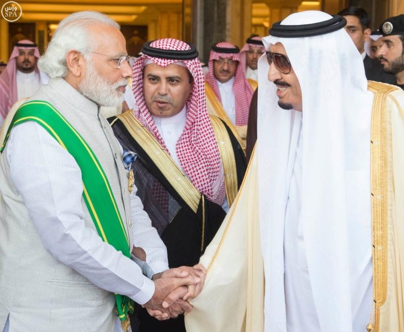 خادم الحرمين الشريفين يعقد اجتماعاً مع رئيس وزراء الهند.jpg3