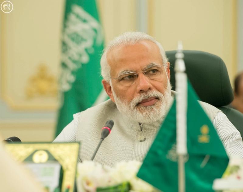 خادم الحرمين الشريفين يعقد اجتماعاً مع رئيس وزراء الهند.jpg2