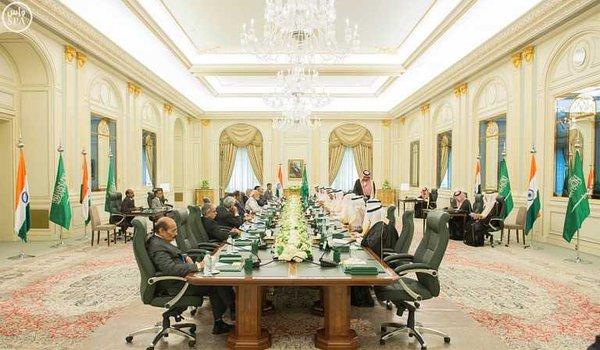 خادم الحرمين الشريفين يعقد اجتماعاً مع رئيس وزراء الهند2
