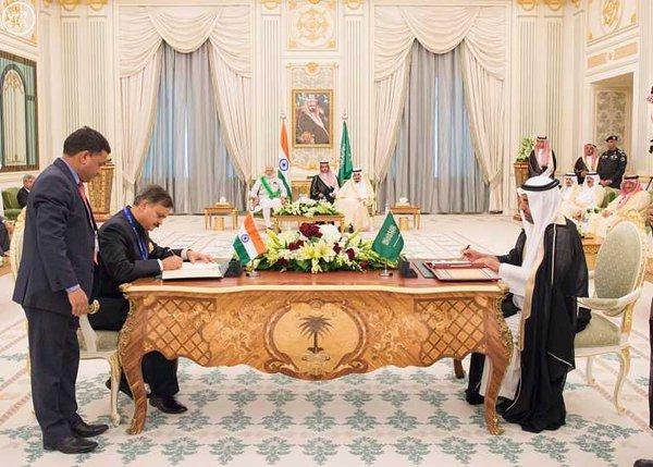 خادم الحرمين الشريفين يعقد اجتماعاً مع رئيس وزراء الهند3