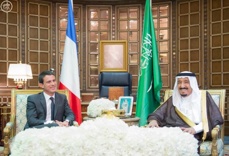 خادم الحرمين الشريفين يعقد جلسة مباحثات مع رئيس الوزراء الفرنسي (واس) 29-12-1436 هـ 2