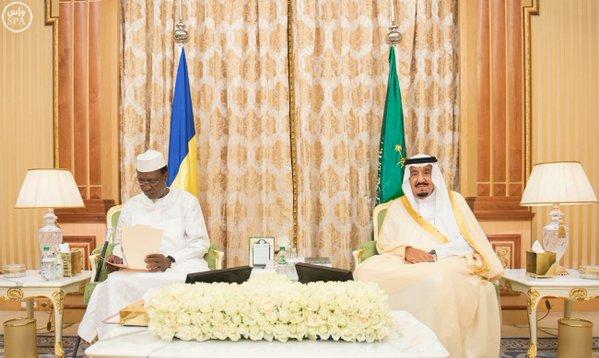 خادم الحرمين الشريفين يعقد جلسة مباحثات مع رئيس جمهورية تشاد.