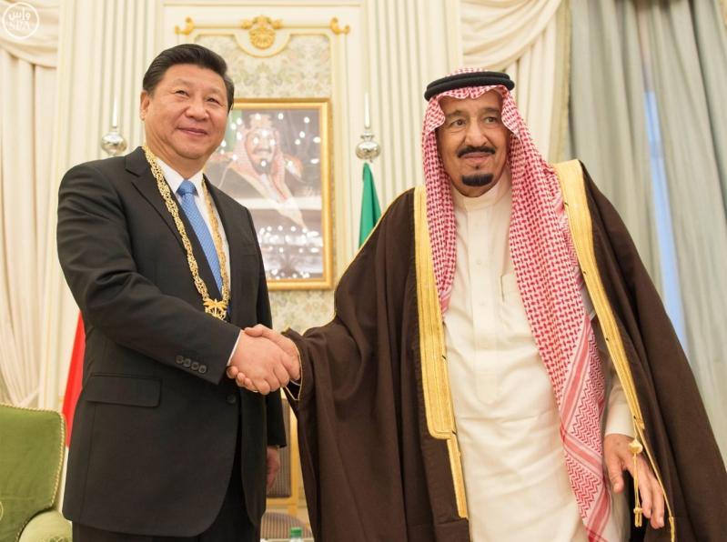 خادم الحرمين الشريفين يقلد الرئيس الصيني قلادة الملك عبدالعزيز1