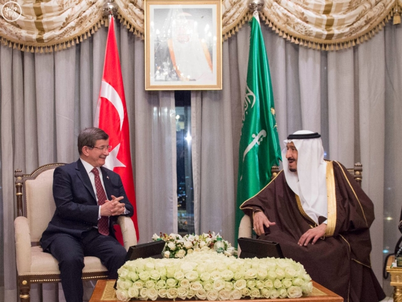 خادم الحرمين الشريفين يلتقي رئيس الوزراء التركي