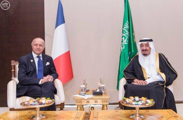 خادم الحرمين الشريفين يلتقي وزير الخارجية الفرنسي على هامش قمة قادة دول مجموعة العشرين .1