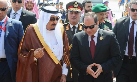 خادم الحرمين مع الرئيس المصري