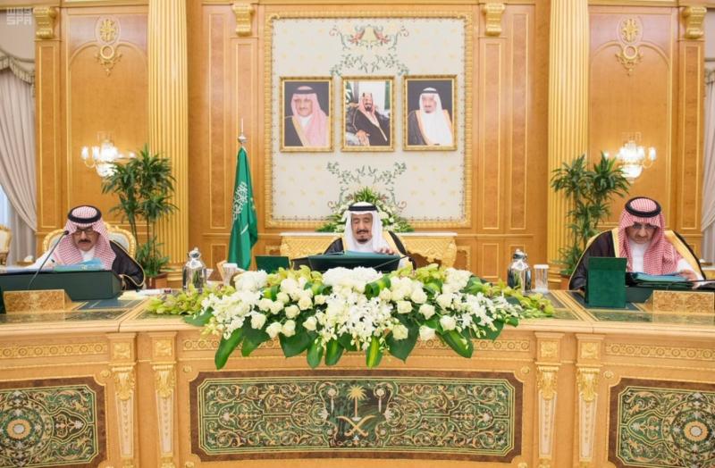 خادم الحرمين يرأس جلسة مجلس الوزار.jpg4