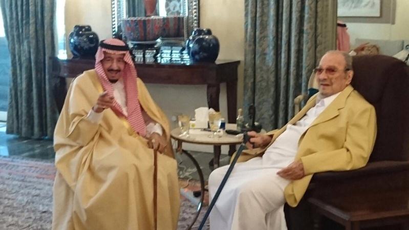 خادم الحرمين يزور أخاه طلال بن عبدالعزيز