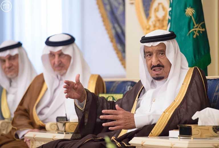 خادم الحرمين يستقبل المهنئين بشهر رمضان المبارك (2)