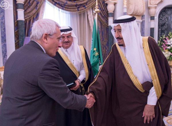 خادم الحرمين يستقبل سفير إيطاليا لدى المملكة1