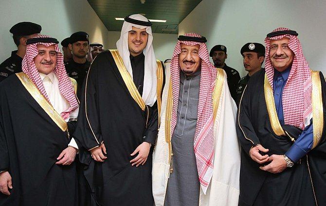 خادم الحرمين يشرّف حفل زواج فواز بن سلطان (1)