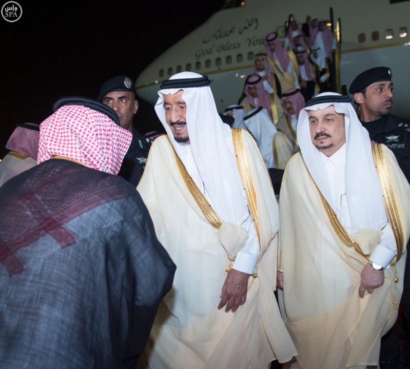 خادم الحرمين يصل الرياض (3)