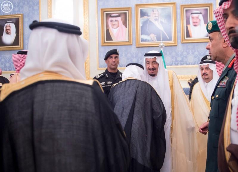 خادم الحرمين يصل الرياض (7)