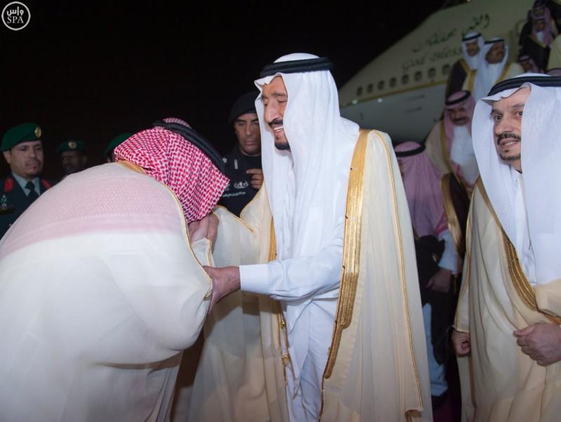 خادم الحرمين يصل الرياض (8)