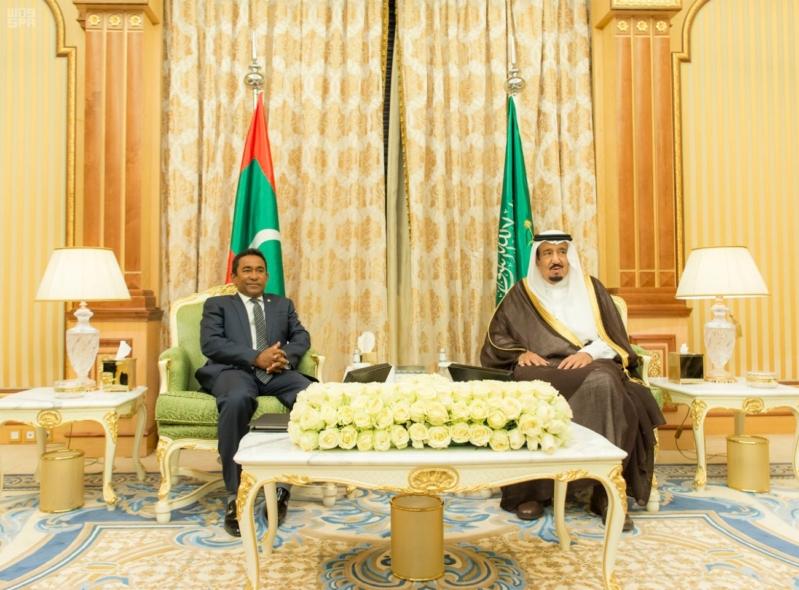 خادم الحرمين يعقد جلسة مباحثات مع رئيس جمهورية المالديف