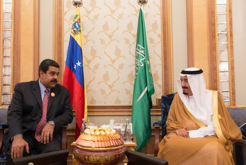 #خادم_الحرمين يلتقي رئيس #فنزويلا على هامش #قمة_الرياض (2)