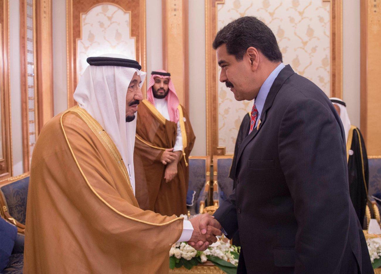 #خادم_الحرمين يلتقي رئيس #فنزويلا على هامش #قمة_الرياض (3)