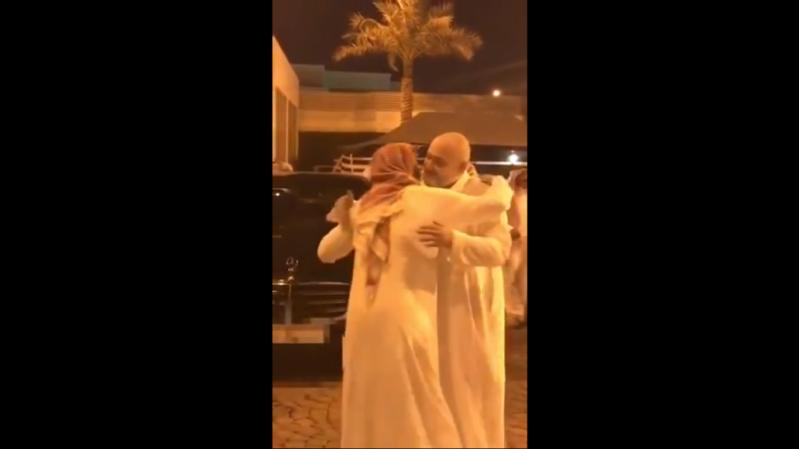 خاد بن طلال يودع ابنه الذاهب إلى الحد