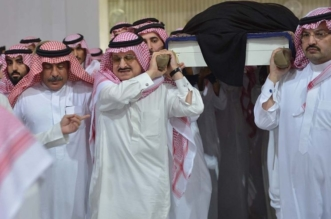 الفيصل يؤدي صلاة الميت على الأميرة مضاوي بنت عبدالعزيز - المواطن