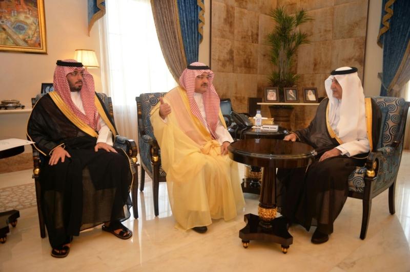 خالد الفيصل يدشن تطبيق محافظة جدة الإلكتروني (1)