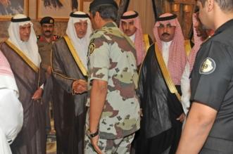 خالد الفيصل يستقبل المعزين بمنزله في وفاة محمد بن فيصل 7
