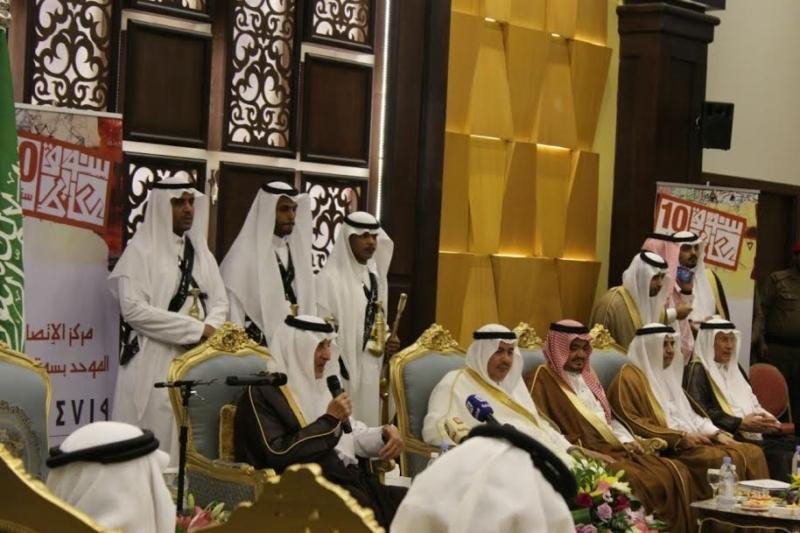 خالد الفيصل يسدقبل ضيف سوق عكاظ (1)