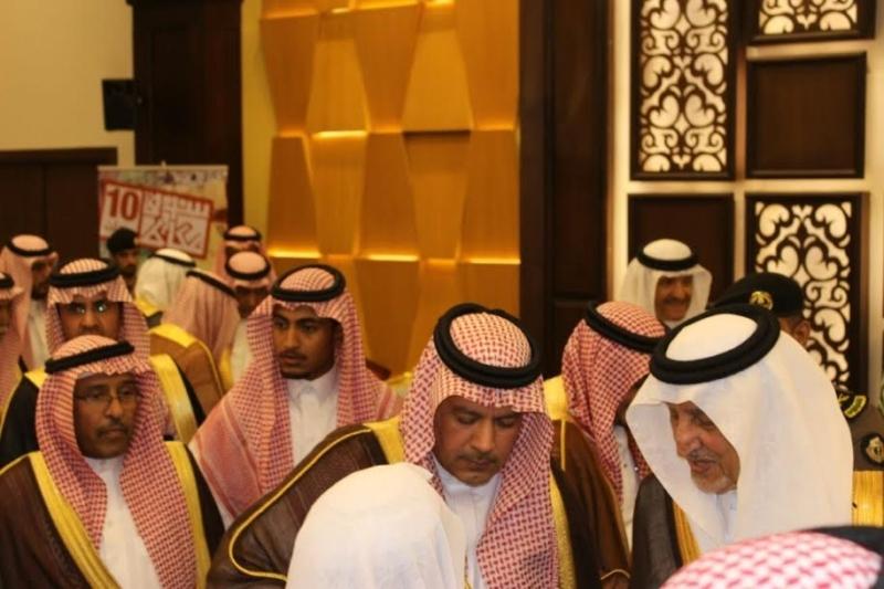 خالد الفيصل يسدقبل ضيف سوق عكاظ (8)