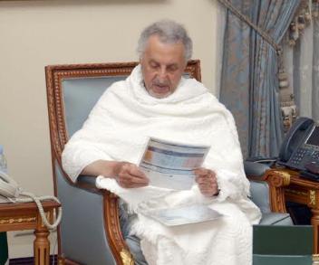 خالد الفيصل يطلع على الخدمات المقدمة من شركة المياة