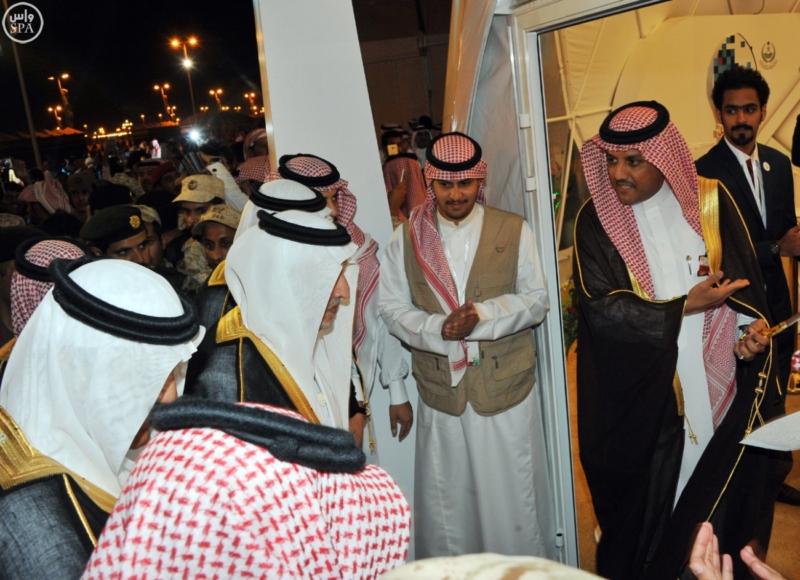 خالد الفيصل يفتتح سوق عكاظ (34931203) 