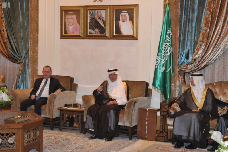 خالد الفيصل يلتقي المبتعثين في لبنان3