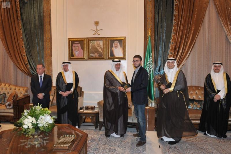 خالد الفيصل يلتقي المبتعثين في لبنان4