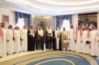 خالد الفيصل يُكرّم ضباط وأفراد مكافحة المخدرات بعد إنجازاتهم الأمنية - المواطن