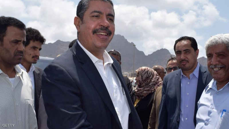 Yemeni Prime Minister Khaled Bahah (C) welcomes workers from the Saudi King Salman Humanitarian Aid and Relief Centre who were on a boat carrying aid from Saudi Arabia following its arrival in Yemen's southern embattled port city of Aden on September 28, 2015. The United Nations says nearly 4,900 people have been killed and some 25,000 wounded since late March, while 21 million out of Yemen's population of 25 million have been affected by the conflict between pro-government forces and Shiite Huthi rebels. AFP PHOTO / SALEH AL-OBEIDI        (Photo credit should read SALEH AL-OBEIDI/AFP/Getty Images)
