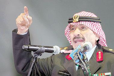 مقتطفات من أشعار خلف بن هذال بعد أحدث ظهور له - المواطن