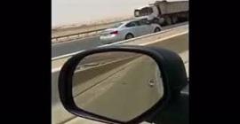 شاهد.. خمسيني يتعرض لحادث سير مروع - المواطن