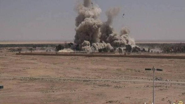 بالصور.. داعش يفجّر سجن #تدمر بالمفخخات