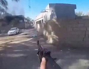 داعشي يوثق لحظة مقتله برصاصة قناص - المواطن