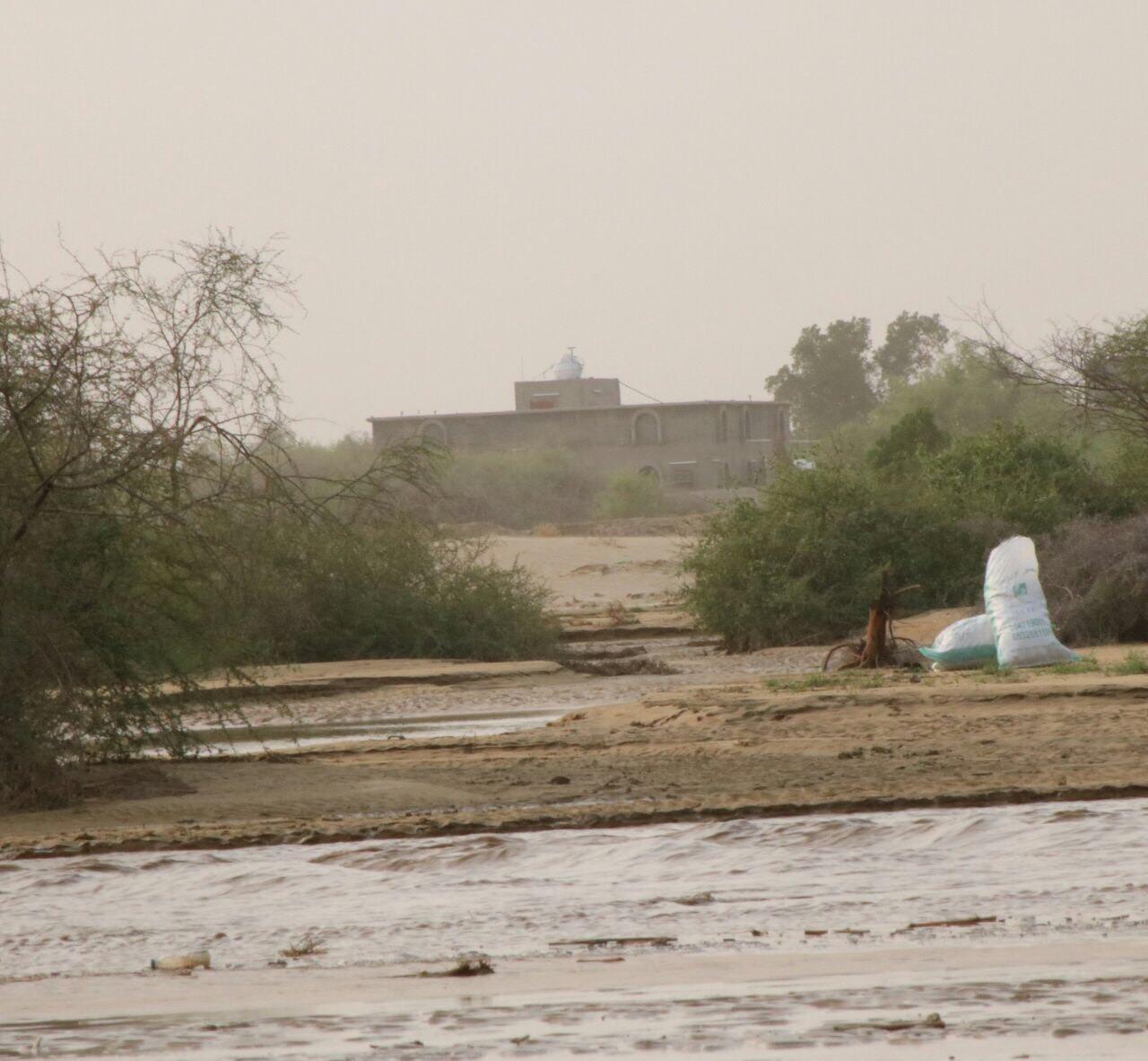 دعم بلدية العالية لفك حصار قرية حنقفة المحاصرة بالسيول (3)