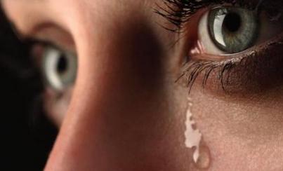 دموع بكاء