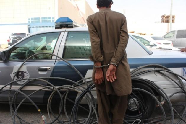 دوريات امن الرياض تتطيح بلص الكيابل