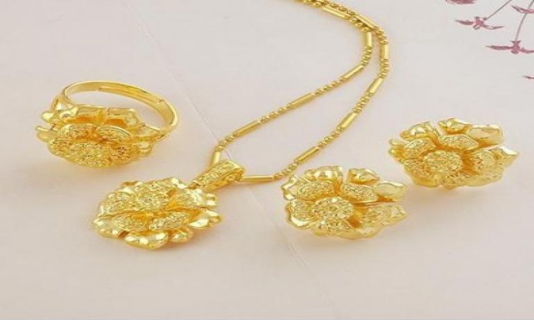 قسم الموضة| 6 نصائح للحفاظ على بريق الذهب والمجوهرات