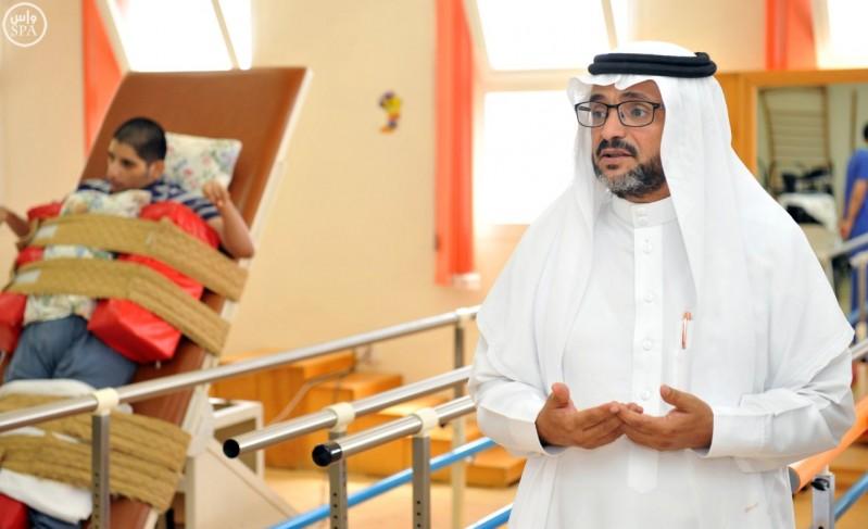 ذوو الاحتياجات الخاصة بمنطقة الباحة يتسلّمون الشيكات المُخصصة لهم (واس) 29-12-1436 هـ 2