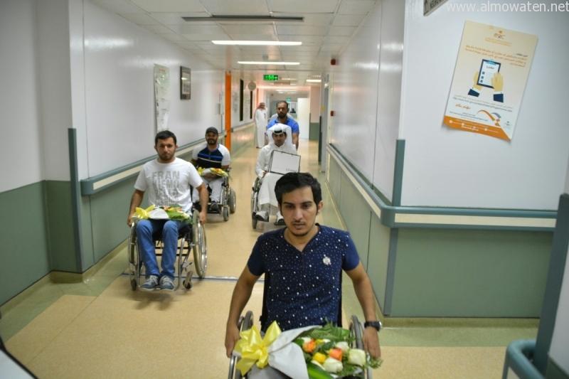 """ذوو الاحتياجات الخاصة يزورون مصابي تفجير """"طوارئ عسير"""""""