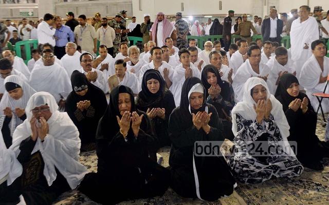 رئيسة وزراء بنجلاديش تؤدي العمرة (7)