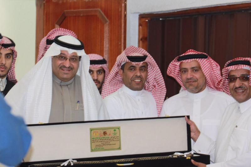 رئيس الاتحاد السعودي لألعاب القوى صاحب السمو الأمير نواف بن محمد يزور نادي ضمك 5