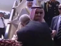 رئيس الحكومة المغربي-يقبل كتف الملك سلمان