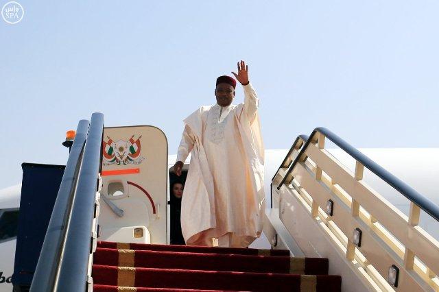 رئيس-النيجر-يغادر-الرياض (7)